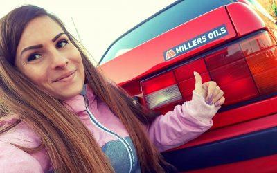 Velezdi Eszter veterán BMW-je is Millers Oils termékekkel suhan